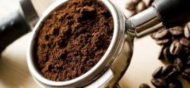 قهوة مطحونة لصنع ماسك القهوة